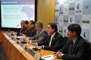 Ministro Padilha e secretários de Saúde anunciam a incorporação da vacina contra HPV no Sistema Único de Saúde (SUS). Foto: Rondon Vellozo – Ascom/MS