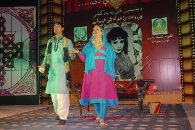 Uma obra musical em Peshawar. Isto seria impensável sob o domínio anterior do Talibã. Foto: Ashfaq Yusufzai/IPS
