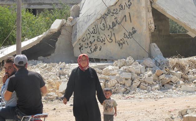Os civis sírios, como estes de Maa'rrat An-Numan, na província de Idlib, suportam todo tipo de penúria pela guerra começada há quase três anos. Foto: Shelly Kittleson/IPS