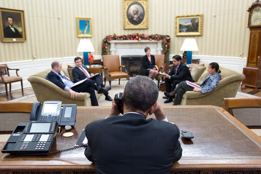 Barack Obama telefona para Raúl Castro e retoma relações diplomáticas entre Estados Unidos e Cuba. Foto: Pete Souza/ TWH (16/12/2014)/ Fotos Públicas