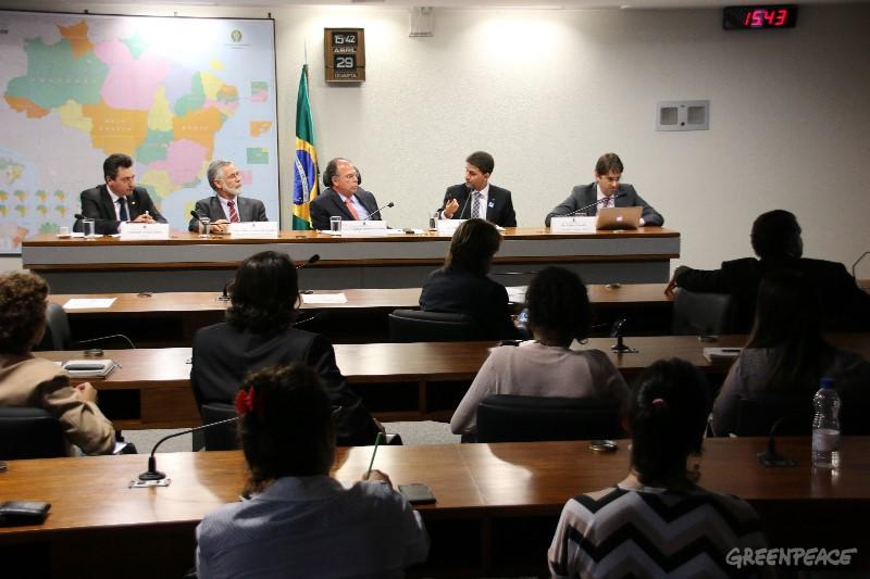 4ª Audiência Pública da Comissão Mista Permanente sobre Mudanças Climáticas, 29 de abril de 2015. Foto: © Alan Azevedo / Greenpeace