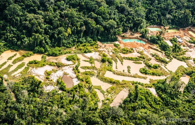 Garimpo na terra indígena Sawré Muybu. Foto: ©Greenpeace/Fábio Nascimento