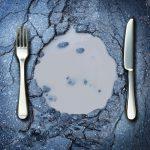Comida desperdiçada e a pobreza crescendo
