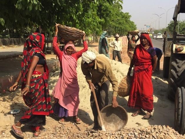 Na Índia, cerca de um milhão de mulheres dalits trabalham como limpadoras manuais de latrinas. Foto: NeetaLal/IPS