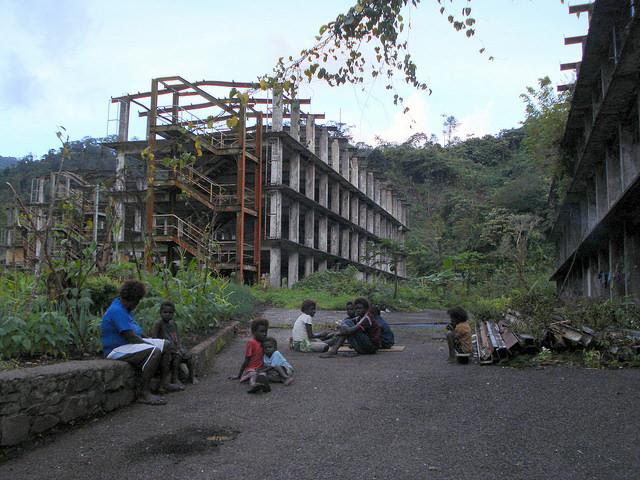 Comunidades indígenas ainda vivem junto à mina de cobre Panguna, que fechou em 1989. Foto: Catherine Wilson/IPS