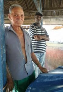 O produtor Nathan de Oliveira (blusa azul), resiste no Triângulo. Foto: Ana Aranda/AmReal