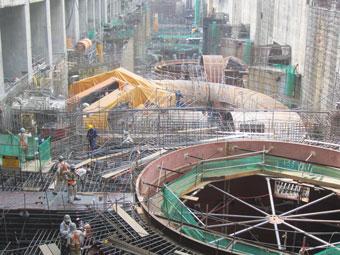 Montagem da sala de turbinas da hidrelétrica de Belo Monte, no Estado do Pará, uma megaobra que já tem 80% de suas estruturas construídas e estará finalizada em 2019. Foto: Mario Osava/IPS