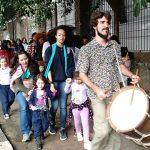 Escolas rompem barreiras e levam crianças para ocupar e aprender na cidade