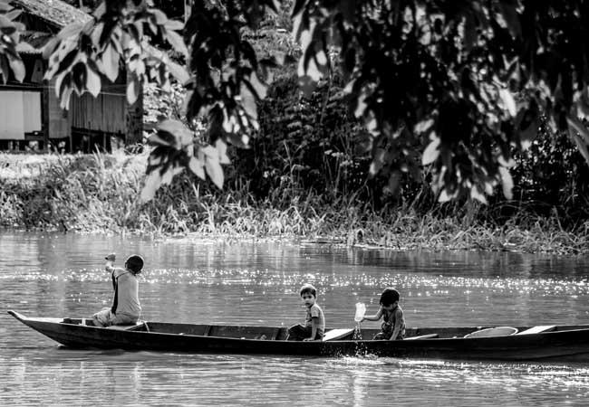 Crianças do lago do Cuniã, no Distrito de São Carlos, que será removido para outro lugar. Foto: Marcela Bonfim/AmReal