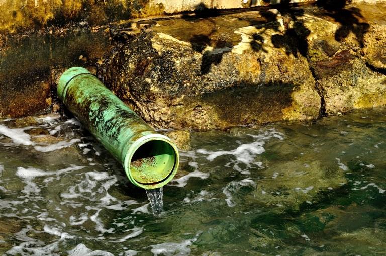 Água usada atualmente na irrigação das lavouras pode ser substituída com segurança pelo efluente, o que pouparia água potável importante no abastecimento das cidades Foto: Shutterstock