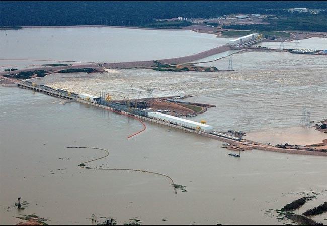 Barragem da usina de Jirau durante a enchente de 2014. Foto: Sérgio Vale/Secom AC