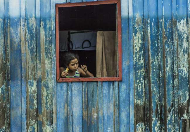 Menina de São Carlos, distrito que será removido por inteiro. Foto: Marcela Bonfim/AmReal