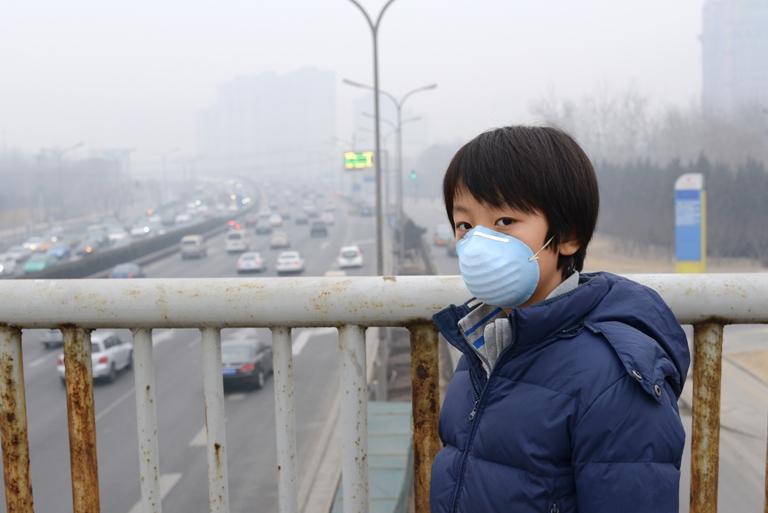 Até 2030, os países devem reduzir o número de mortes e de doenças causadas por químicos e poluentes do ar, do solo e da água. Foto: Tran Thi Hoa / Banco Mundial. Foto: Shutterstock