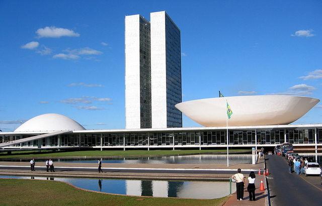 Congresso Nacional, onde, no dia 7 de outubro, foi dado o primeiro passo no Senado para um possível julgamento político da presidente Dilma Rousseff, que eventualmente levaria ao seu impeachment. Foto: Creative Commons