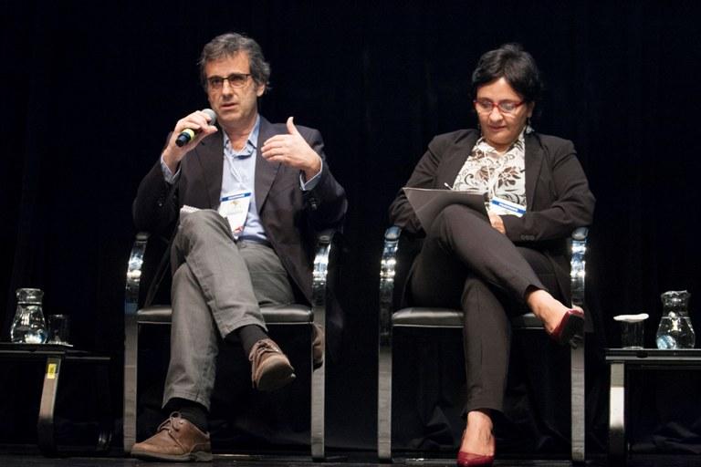 Maristela Crispim ao lado de Ricardo Garcia, do jornal português Público. Foto: Paulo César Lima