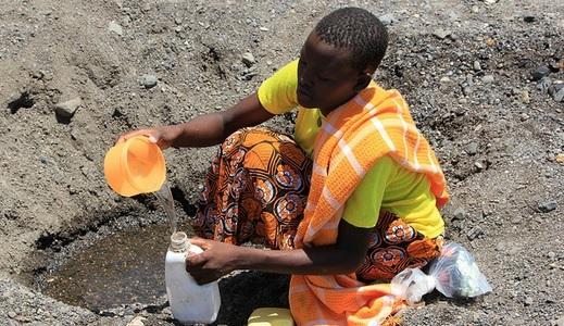 A seca de 2011 no Quênia dificultou o acesso a água potável. Foto: Marisol Grandon/UK Department for International Development/Flickr