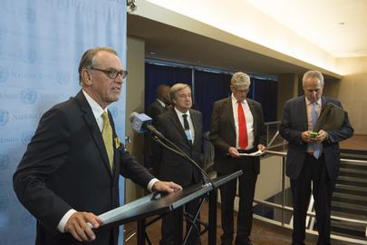 Secretário-geral adjunto da ONU, Jan Eliasson (esquerda), durante entrevista coletiva. Foto: IPS