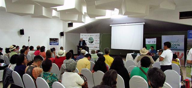 Sessão do XI Congresso Latino-Americano de Redes de Reservas Privadas, realizado na área natural de Punta Leona, na costa oeste da Costa Rica, entre os dias 9 e 13 de novembro. Foto: Fabíola Ortiz/IPS