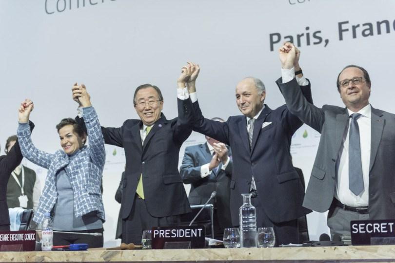 Momento do acordo durante a COP21. Foto: UNFCCC