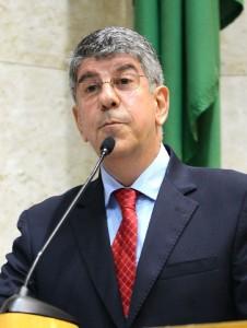 """""""Que os governos estadual e federal sigam o exemplo de São Paulo"""", diz o vereador Donato. Foto: Fábio Lazzari/CMSP"""