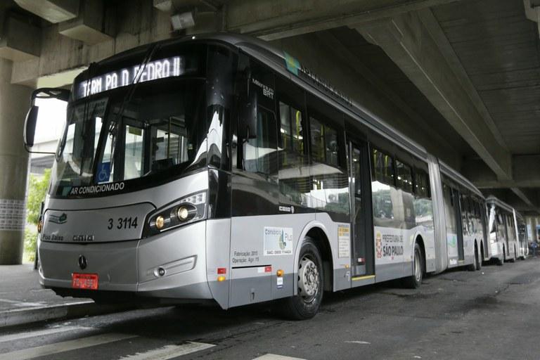 Ônibus articulado no Terminal Parque Dom Pedro II, em São Paulo. Cesar Ogata / SECOM