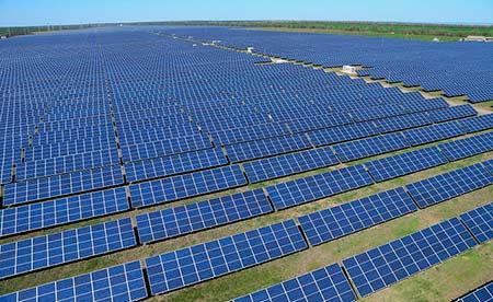 Imagem ilustrativa de usina solar. Foto: Activ Solar/ Flickr/ (cc)