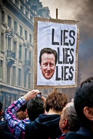 Cartaz de protesto contra o primeiro-ministro britânico, David Cameron, em uma rua de Londres, em 2011. Foto: Mark Ramsay/Flickr