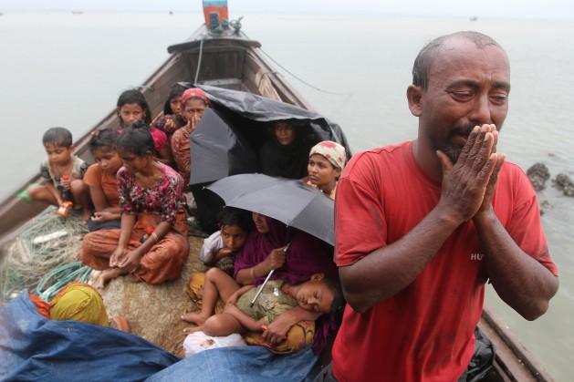 Guardas fronteiriços de Bangladesh negam a entrada a refugiados rohingyas da Birmânia, em novembro de 2013. Foto: AnurupTitu/IPS