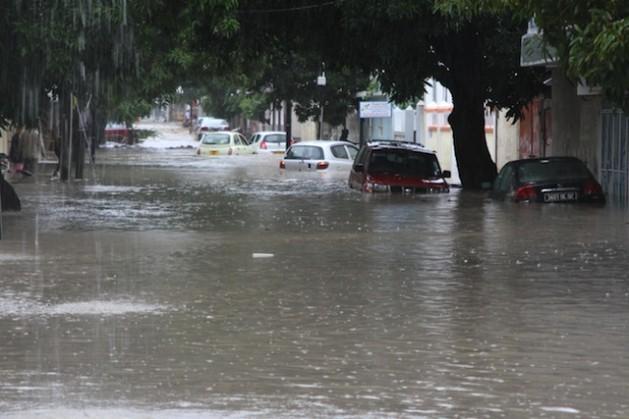 As inundações devastaram a capital de Mauricio, Port-Louis, em março de 2013. A mudança climática anuncia mais fenômenos meteorológicos extremos nos próximos anos. Foto: NasseemAckbarally/IPS