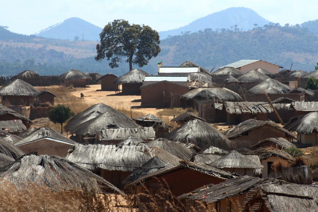 Comunidade na estrada entre Lichinga e o Lago Niassa. Foto: Alexandre Campbell