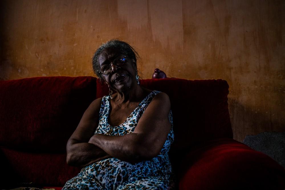 Dona Didi perdeu o marido no incêndio. Como compensação, ganhou uma casa que ficava ao lado de um lixão. José Cícero da Silva/Agência Pública