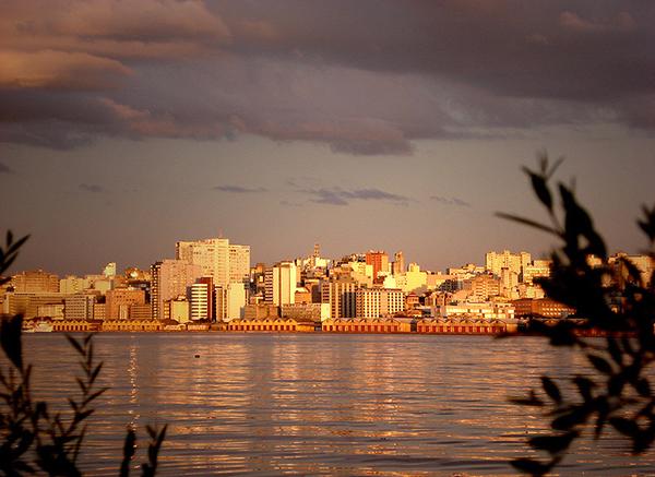 Porto Alegre vista da Ilha da Pintada. Foto: Ricardo André Frantz/WikimediaCC