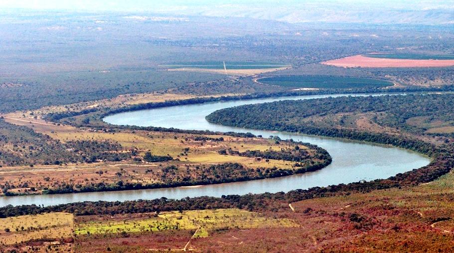 Trecho do rio São Francisco entre os municípios de Ponto Chique e Pirapora. Foto: https://pt.wikipedia.org
