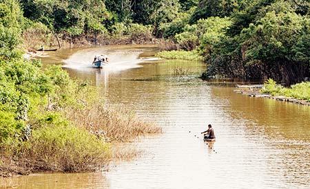 Rio na Amazônia peruana: vazamentos de petróleo ameaçam a biodiversidade. Foto: Del-Uks/Flickr/(cc)
