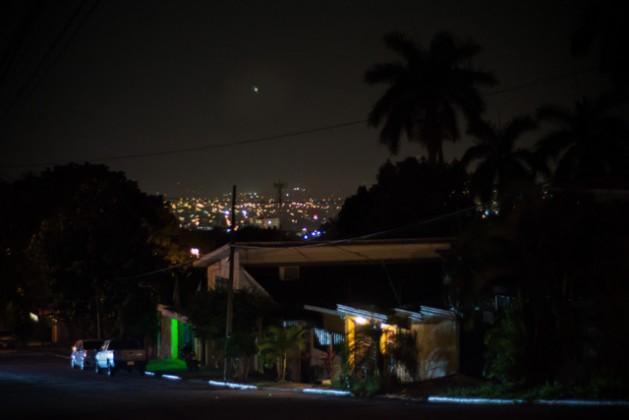 San Pedro Sula, em Honduras, que tem o título de cidade mais violenta durante a noite. Foto: Ximena Natera/Pie de Página