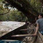 Para chegar a aldeia Santidade é preciso vencer as corredeiras do Rio Cachorro.