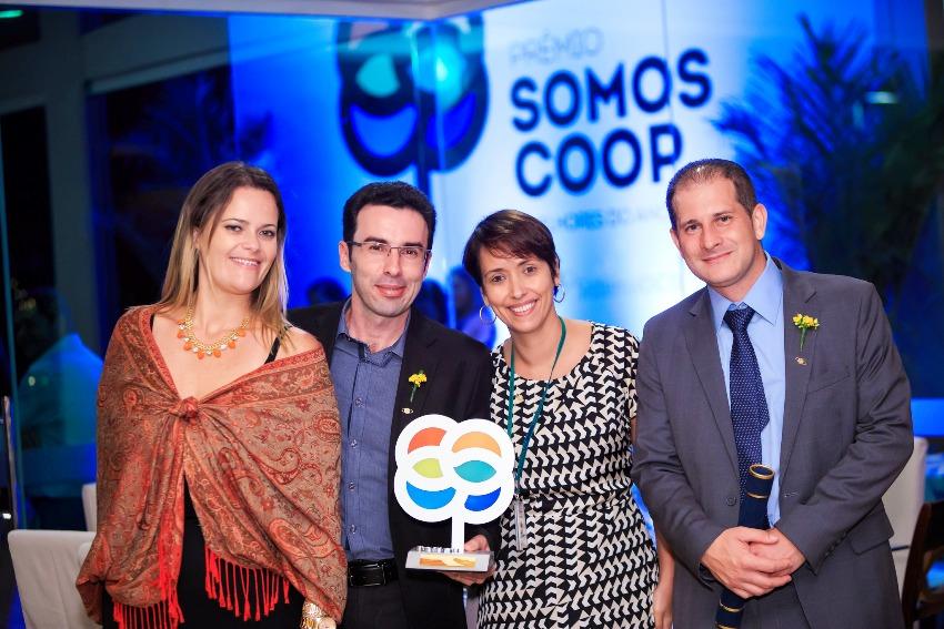 Gilson Gomes, da Coogavep, é premiado na categoria Desenvolvimento Sustentável. Foto: Guilherme Kardek