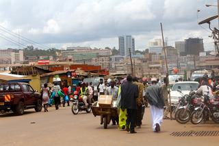 Estima-se que no assentamento precário de Kisenyi, na capital de Uganda, vivem muitos dos quase 12 mil imigrantes somalianos que há neste país. Foto: Amy Fallon/IPS