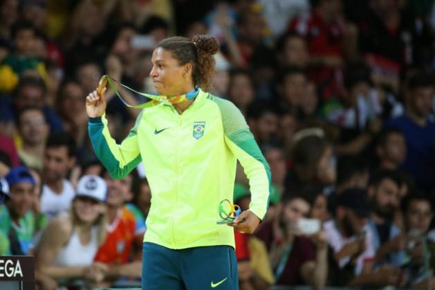 """A judoca Rafaela Silva, que no dia 8 ganhou a primeira medalha para o Brasil, de ouro, foi convertida em heroína, depois de ser xingada como uma """"macaca que deveria estar na jaula""""quando foi desclassificada dos Jogos Olímpicos de Londres, em 2012. Foto: Roberto Castro/Brasil2016"""