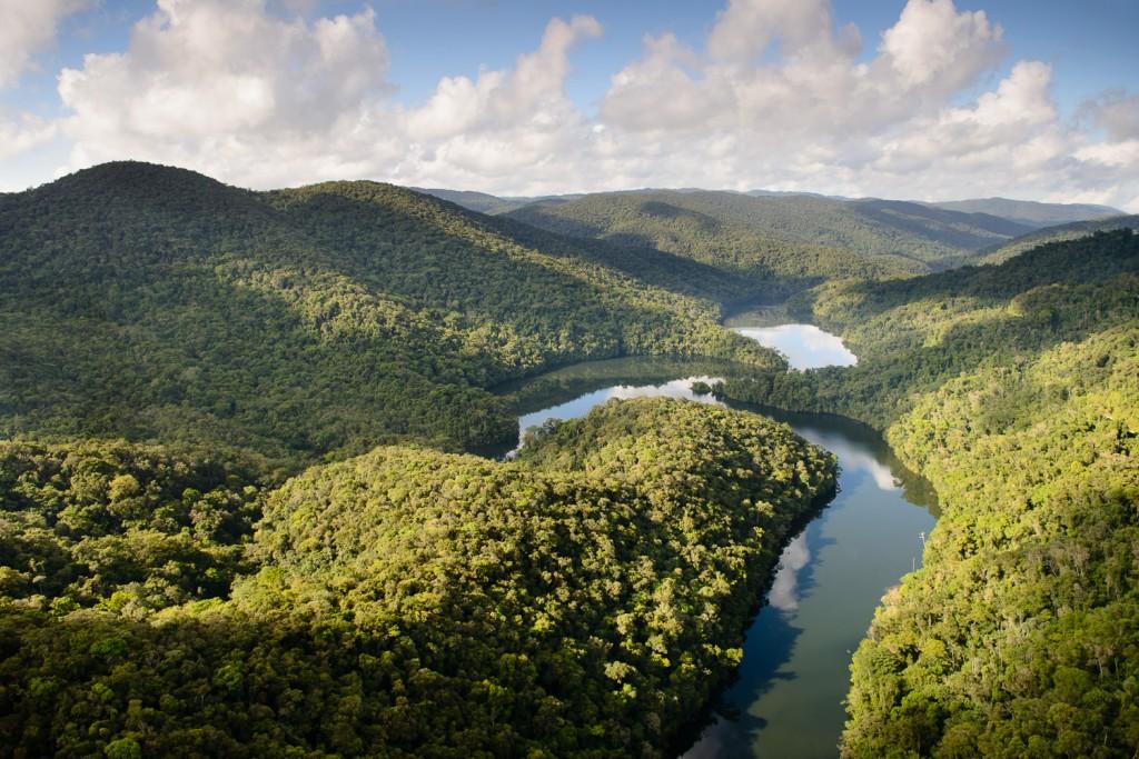 Rio Juquiá, no trecho em que atravessa o Legado das Águas. Foto: Luciano Candisani