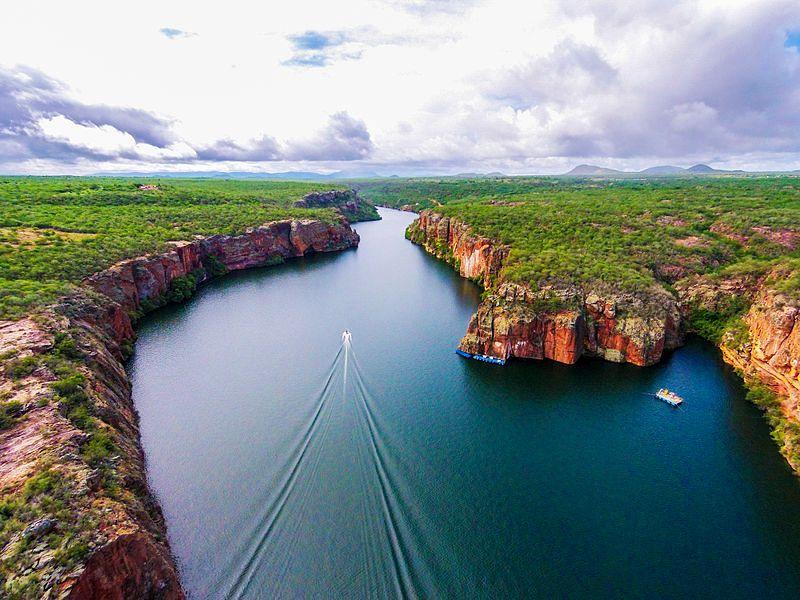 O cânion do rio São Francisco localizado na cidade de Canindé de São Francisco, divisa de Alagoas e Sergipe. Foto: pt.wikipedia.org