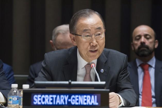O secretário-geral da ONU, Ban Ki-moon, se dirige à Assembleia Geral para informar sobre o novo enfoque do fórum mundial para enfrentar o cólera no Haiti. Foto: Eskinder Debebe/ONU