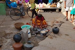 Uma mulher utiliza um lavadouro público em um assentamento precário de Bangalore, capital do Estado indiano de Karnataka. Foto: Malini Shankar/IPS