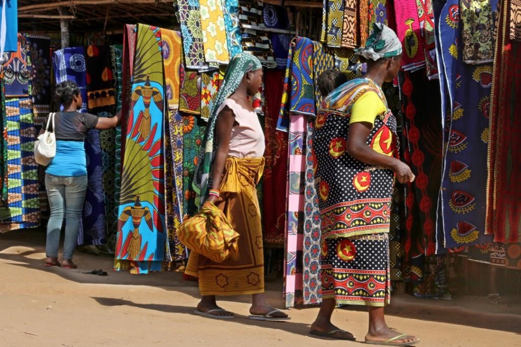 O mercado de capulanas na Vila de Mutuali, em Malema, de onde partiu a resistência camponesa ao ProSavanna (Foto: Alexandre Campbell)