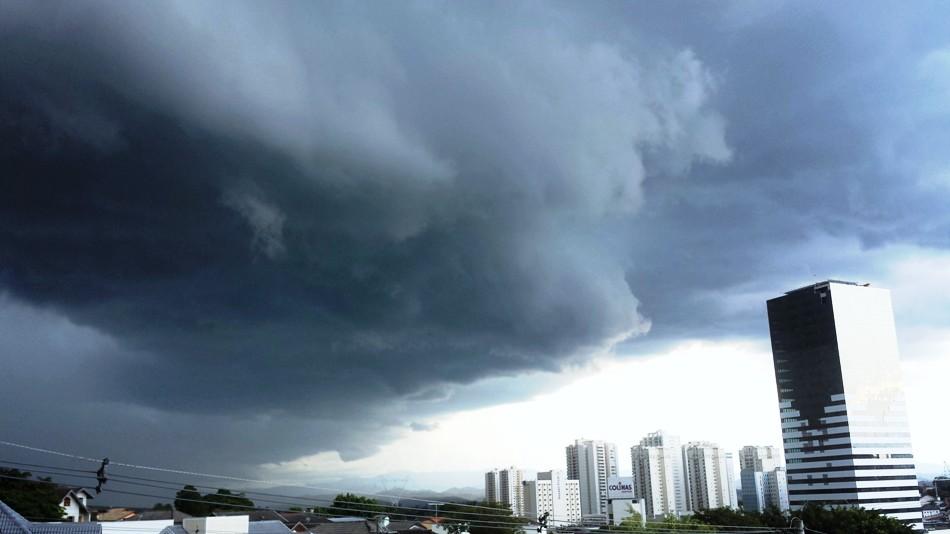 Tempestade se formando em São José dos Campos. Foto: Rosi Masiero