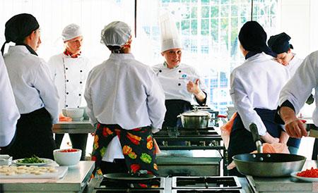 Curitiba tem primeiro curso de chef vegano do Brasil
