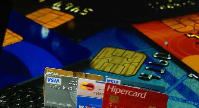No Brasil, as taxas de juros para cartões de crédito estavam, em maio, em 450% ao ano, nível de usura que faz o número de inadimplentes ser, este mês, de quase 60 milhões de pessoas. Foto: Fernanda Carvalho/Fotos Públicas