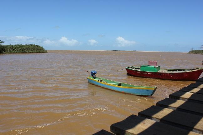 Foz do Rio Doce/ Em Regência, Linhares (ES) / Lama prejudica pescadores e a biodiversidade. Foto: Hélio Rocha, Plurale