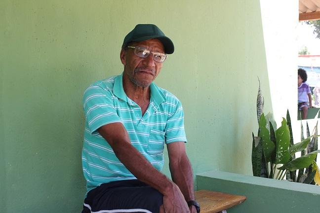 """Pescador Leoni Carlos, de Linhares (ES) - """"Barco parado gera despesa. É propriedade, tem imposto. Além disso, a inatividade prejudica a madeira, os materiais, a estrutura toda"""". Foto: Hélio Rocha"""