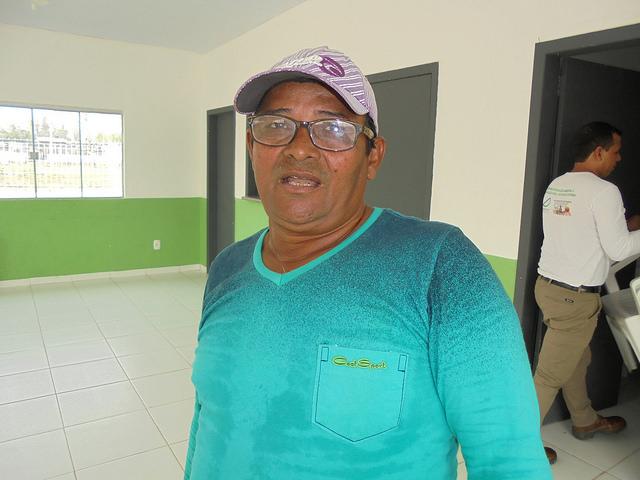 O pescador Raimundo Neves lamenta a drástica redução da pesca no rio Madeira depois da construção de centrais hidrelétricas que cercam o povoado de Jaci Paraná, no Estado de Rondônia. Foto: Mario Osava/IPS